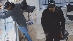 APD searching for two suspects in North Austin jewelry store armed robbery
