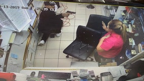 Search for suspects who held jewelry store employees at gunpoint