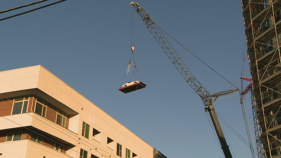 V_CRANE-INTO-APARTMENTS-VEHICLE-RECOVERY-9A_00.00.00.28.png