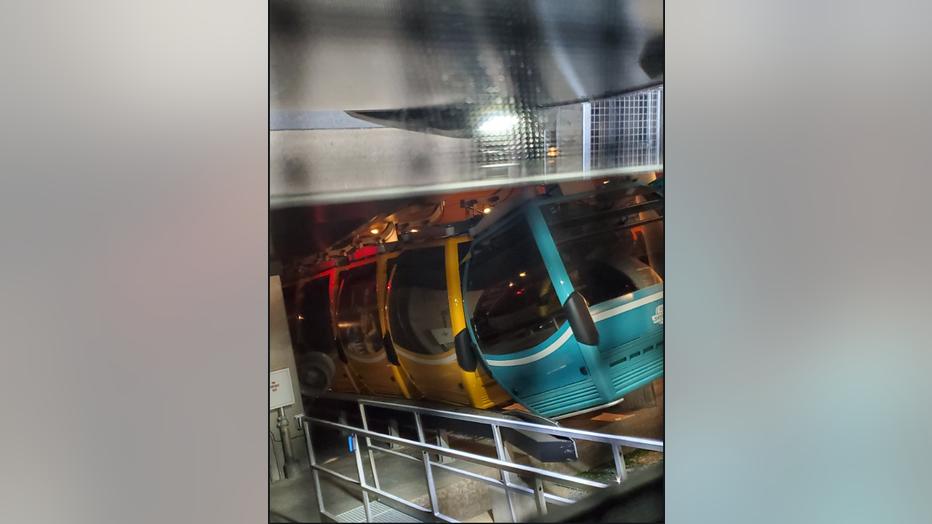 skyliner_gondolas.png