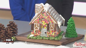 Good Day Cooks: Decorating a gingerbread house