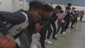 Class Act: Round Rock HS basketball team mentoring Bluebonnet Elementary students