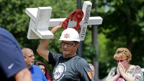 Illinois man who delivered tens of thousands of crosses to victims of tragedy dies