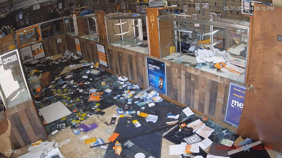 Chicago-Police-aftermath-looting.jpg