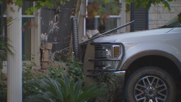 Car crashes into house on Preston Avenue, driver taken to hospital