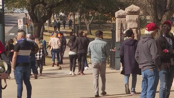 Despite State Capitol closure, many still visit from out of town