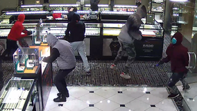 APD looking for suspects in South Austin jewelry store robbery