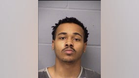 Man arrested for pointing gun, miming shooting two APD officers