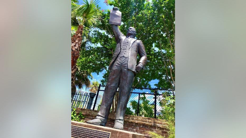 Al-Edwards-statue.jpg