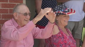 Family, friends surprise Elgin WWII vet with drive-by convoy