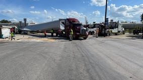 Highway in Luling shut down after train collides with 18-wheeler