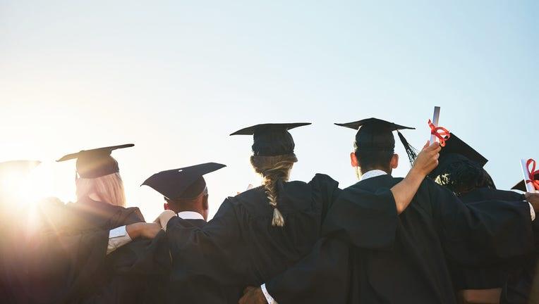 Credible-Variable-rate-student-loan-refinancing-iStock-858462408.jpg