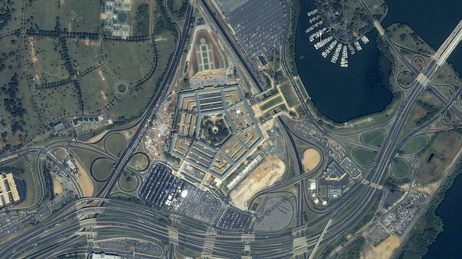 04_closer-view-of-pentagon_15sept2001_ikonos.jpg