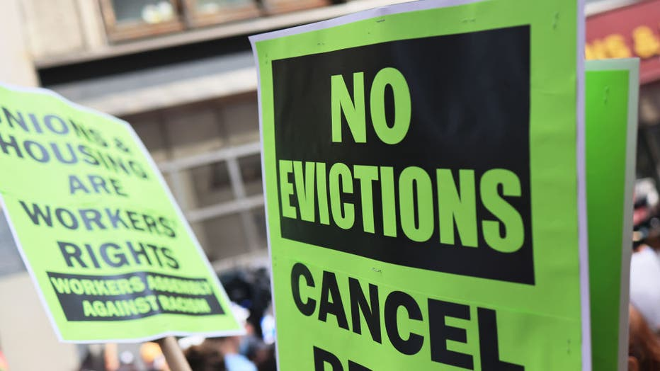 0b438145-Housing Activists Hold March And Demonstration Calling On Gov. Hochul To End Eviction Ban