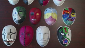 Veterans 'unmask' their brain injuries through art