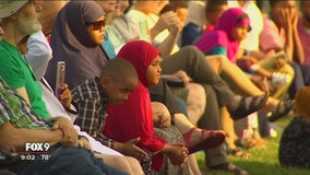 Hundreds gather in solidarity with Bloomington mosque after apparent attack