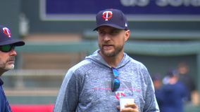 Twins exercise option on Cruz, Baldelli finalist for AL Manager of the Year