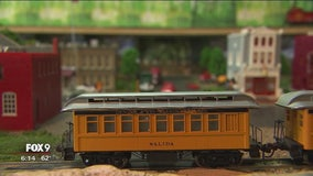 Alzheimer's patients bond over love of model trains