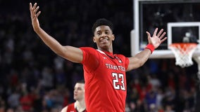 Wolves move up to No. 6, take Jarrett Culver