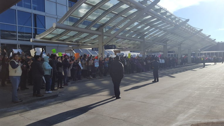 MSP airport protest 3_1485722308315.jpg