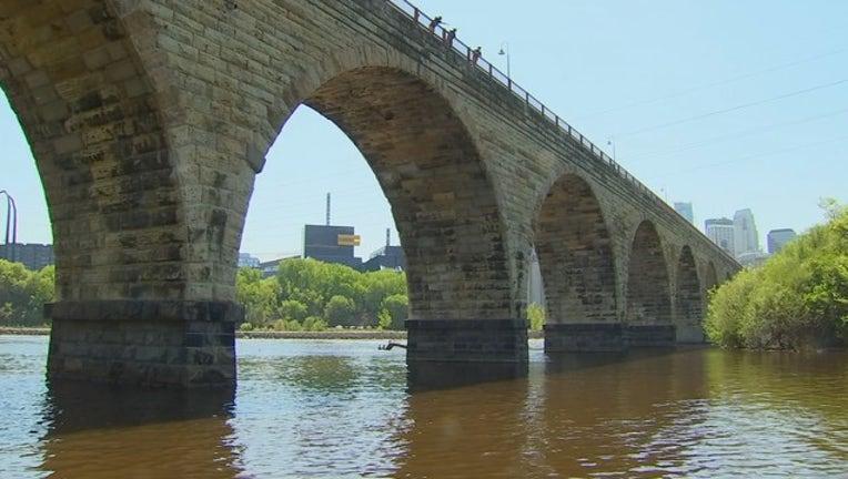 096a03df-stone arch bridge