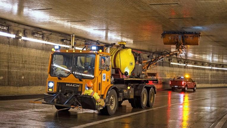0f8edb40-Lowry tunnel cleaner