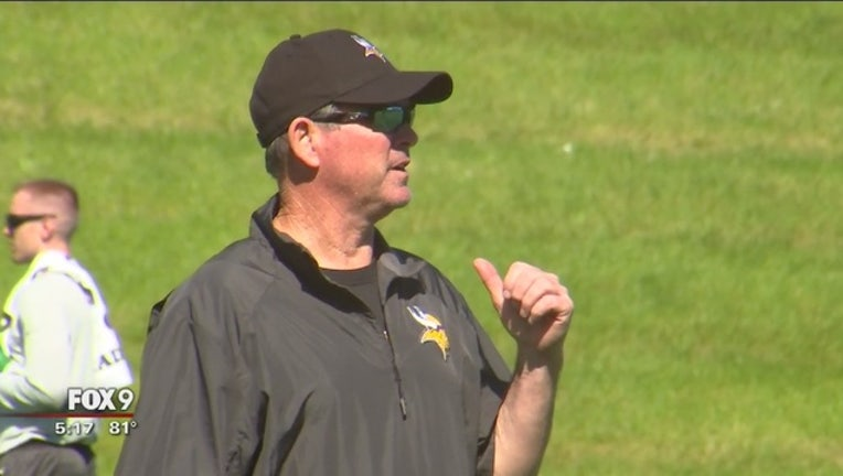 213ab9cb-Coach_Zimmer_back_on_the_field_after_ano_0_20170606224926