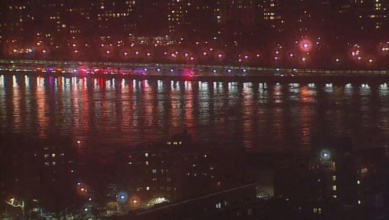 Chopper crash in New York City's East River-404023
