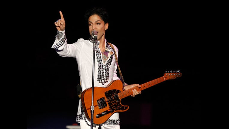 42948ec4-prince finger point getty