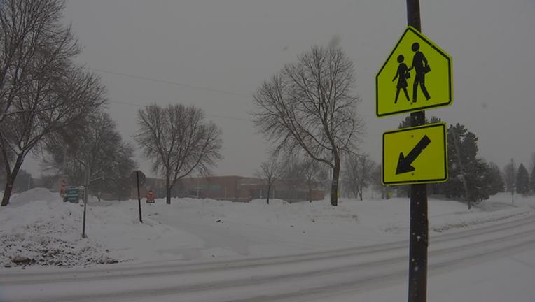 5e1d579c-school snow