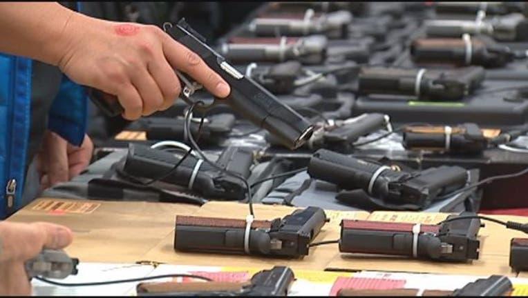 handgun_gunshow-401720.jpg