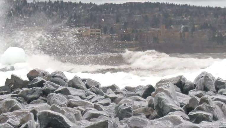 duluth waves crash_1555033818280.JPG.jpg
