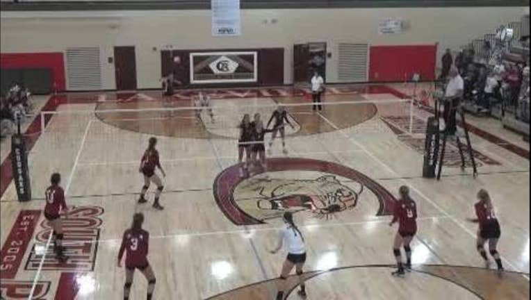 Lakeville_South_volleyball_double_kick_p_0_20150925130624