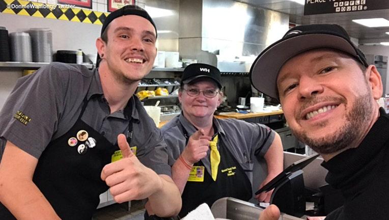a1eab47e-Donnie Wahlberg at Waffle House-401720