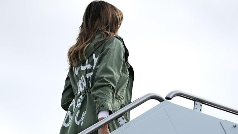 ecf97dda-Melania Trump jacket (GETTY IMAGES)-401720