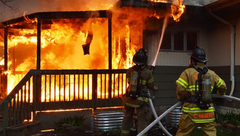 f228b20b-4-25 PBL 6pm St Paul House fire PKG.mp4_00.00.43.12_1493165380575.png