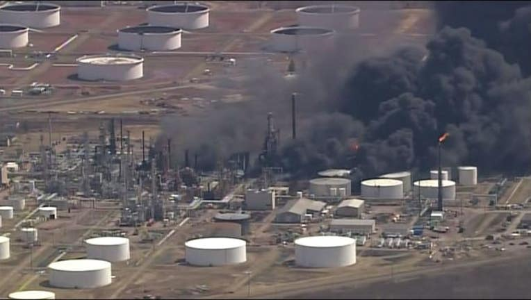 Chopper_view_of_oil_refinery_explosion_0_20180426212956