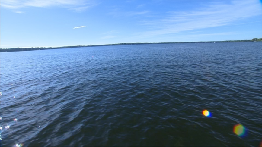 Boater helps rescue 2 men after kayaks overturn on Big Kandiyohi Lake
