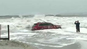 Driver abandons Jeep in waves after getting stuck on SC beach during Hurricane Dorian
