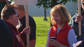 Sen. Smith meets with striking GM workers in Hudson, Wis.