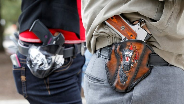 06d2b52b-GETTY IMAGES GUN OPEN CARRY AUSTIN TEXAS 503101328_1565310046320-408795