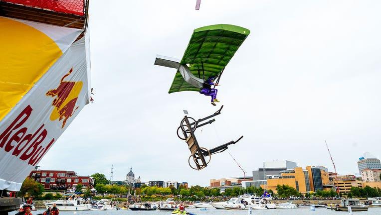 Spooner's Revenge flies off Flugtag.