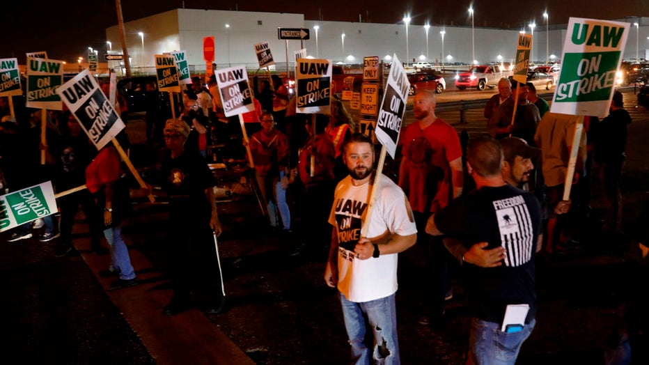 GM-STRIKE-GETTY.jpg