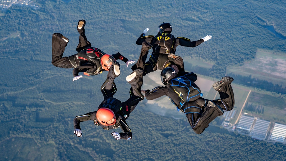 Minneapolis skydivers