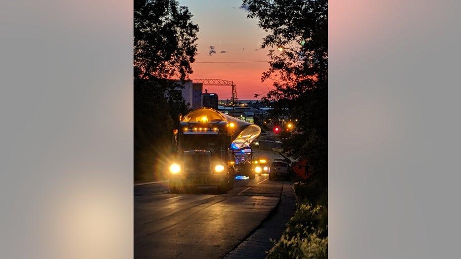 Truck hauls wind turbine blade