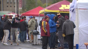 'We're tough, we're Minnesotans': Below average temps can't keep Gopher fans away