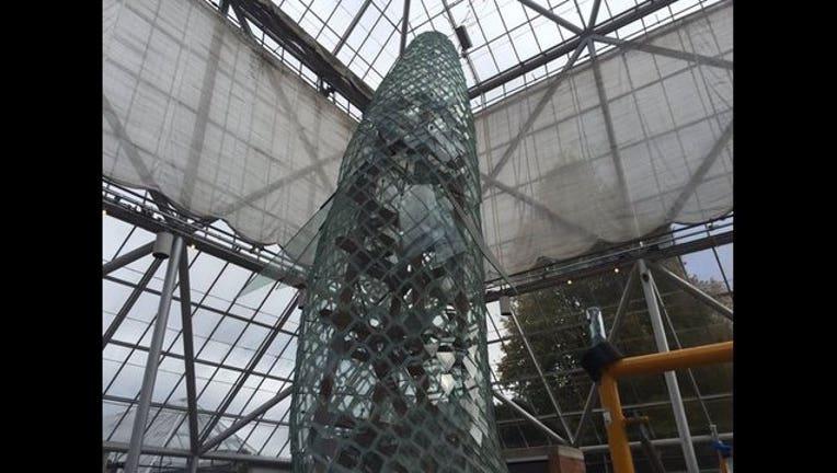 21e3e9ec-glass fish sculpture_1446141506988.jpg