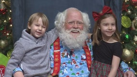Santa Claus arrives at Mall of America