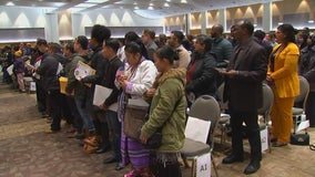 More than 900 people become U.S. citizens in Tuesday ceremony