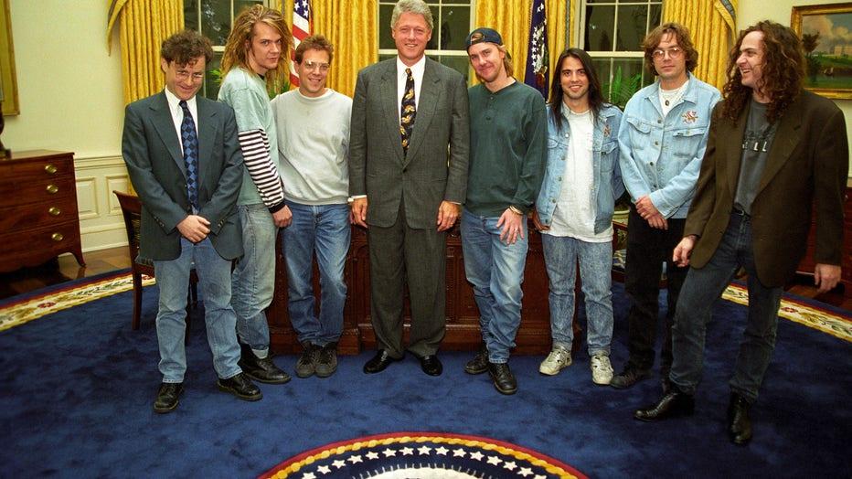 Soul Asylum meets President Clinton